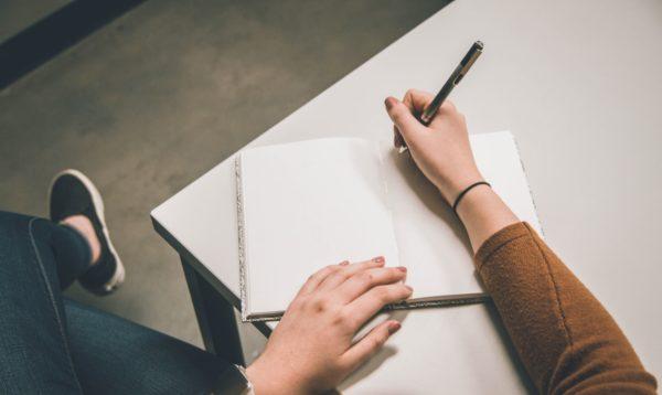 英語のリスニング練習ステップ①:英文をディクテーションする